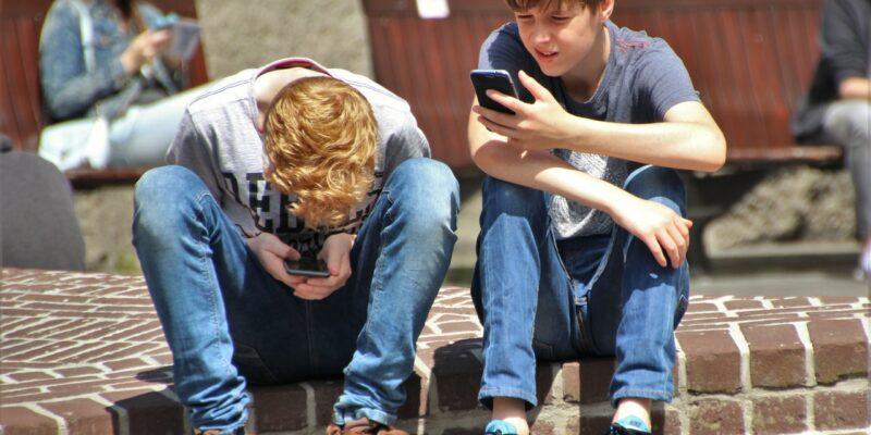 Je kind altijd bereikbaar met een refurbished iPhone - Op een grote paddestoel